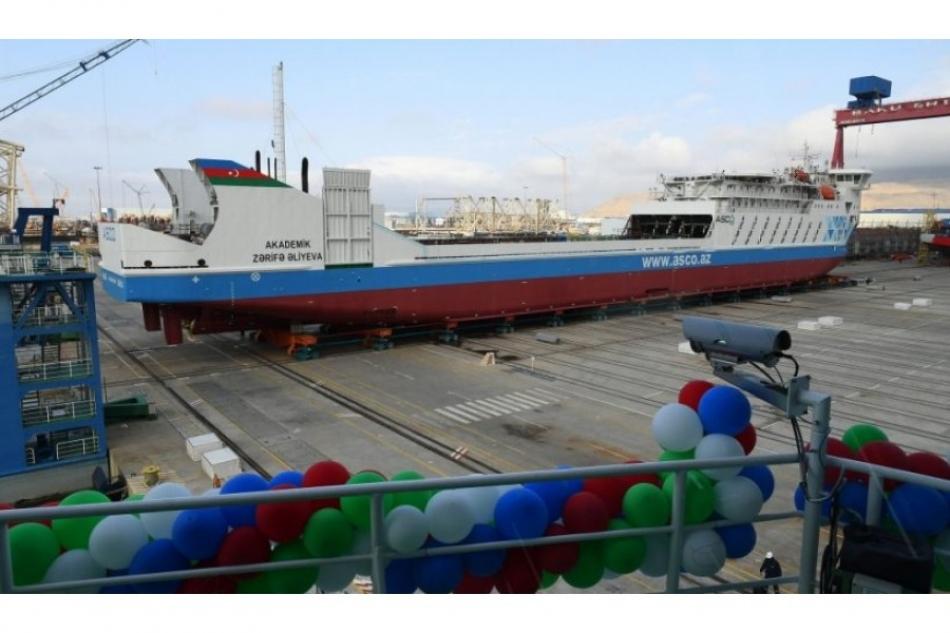 Ильхам Алиев и первая леди Мехрибан Алиева приняли участие в церемониях спуска на воду судна-парома типа Ro-Pax «Академик Зарифа Алиева» и сдачи в эксплуатацию судна-парома «Азербайджан» аналогичного назначения