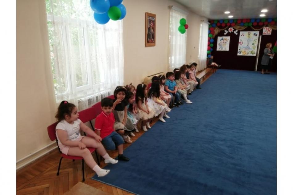 ASCO əməkdaşları uşaqları sevindirib